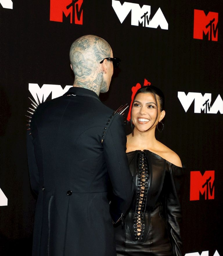 American musician Travis Barker (left) and American socialite Kourtney Kardashian (right) arrive on the red carpet at the MTV Video Music Awards at the Barclays Center in Brooklyn, New York.  United States, September 12, 2021. (United States, New York) EFE / EPA / JASON SZENES